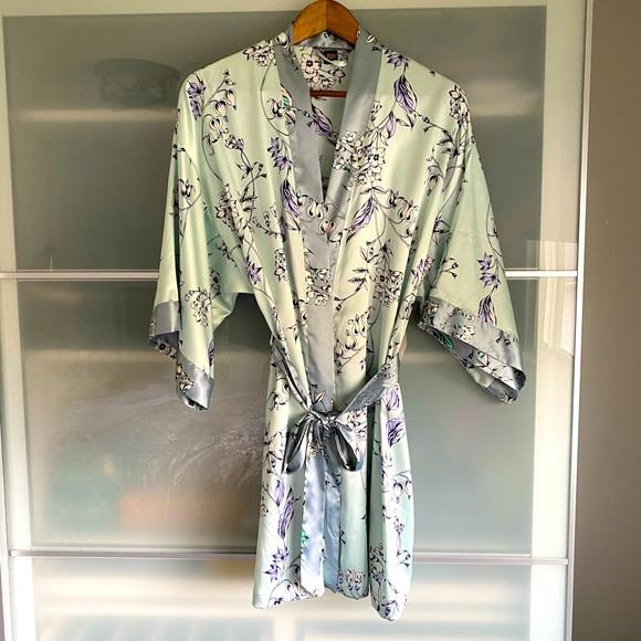 New Victoria's Secret Satin Robe, M/L